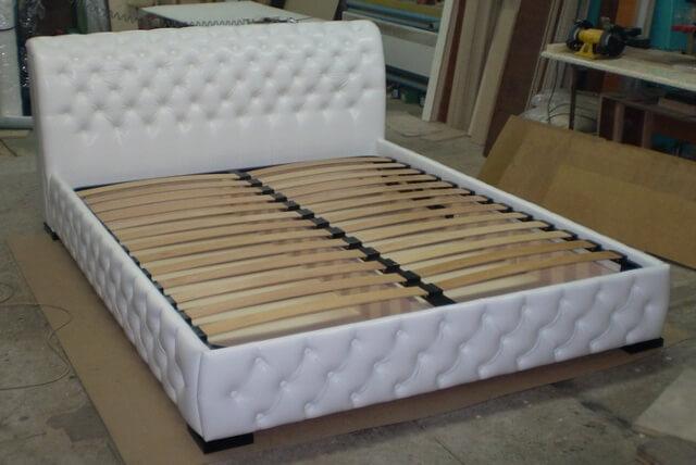 Кровать обтянуть кожей своими руками видео