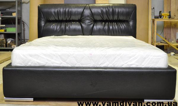 Как обшить кровать кожзамом своими руками видео