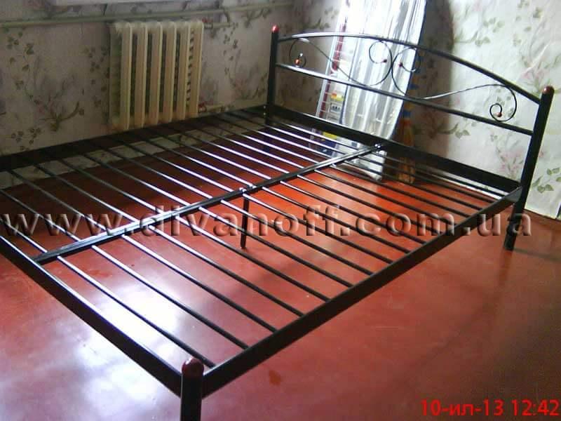 Двуспальные железные кровати фото