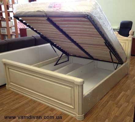 Кровать из дерево с фото